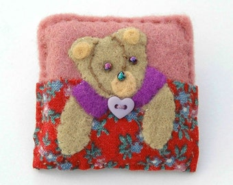 bear brooch, teddy brooch, bear lover gift, birthday gift, gifts for teens, felt bear brooch, bear jewellery, unique gifts, hand stitched