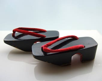 Geta | black lacquer Japanese wooden slippers