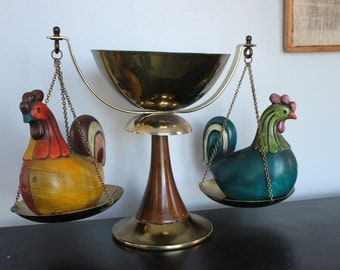 Vintage brass balancing scale with center brass bowl, cool home decor, Vintage brass and wood Justice / Balance Scale, Brass chains