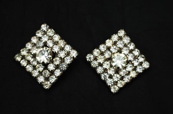 Rhinestone Earrings - Clear crystal - Diamond shape - Silver metal - clip on Wedding BRide