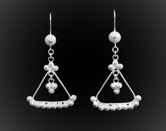 Surfin earrings ' dangling USA in silver embroidery