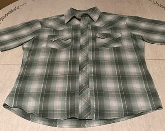 WRANGLER Short Sleeve Western Shirt Green White Pearl Snap Button Shimmery Double Button Pocket Cowboy