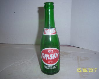 1948 It's Frisky 7 oz green acl painted label soda bottle
