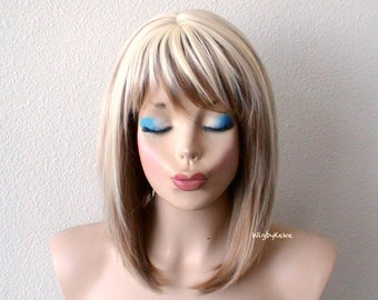 Short Blonde Ombre wig. Blonde / Brown Ombre wig. Straight soft layers hairstyle wig.