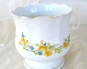 May Sale Porcelain Cache Pot, Yellow and Blue Flowers, Gilded Edging, Indoor Garden, Houseplants, Floral Arrangement
