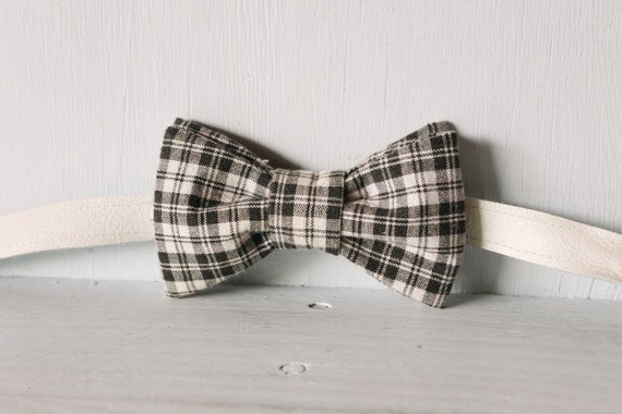 Bow tie unisex >> Black and white checked bow, leather strap, buckle >> Brisbane