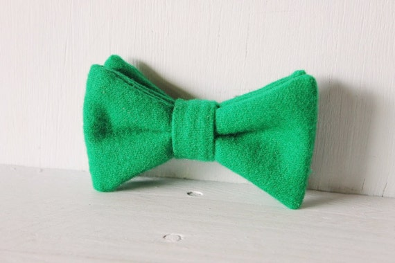 Dog bow tie >> Green felt Christmas bow with elastic >> Pet gift