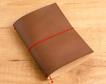 Handmade Leather Traveler's Notebook, Midori style in Passport / Pocket / A6 size - Marrón Oscuro