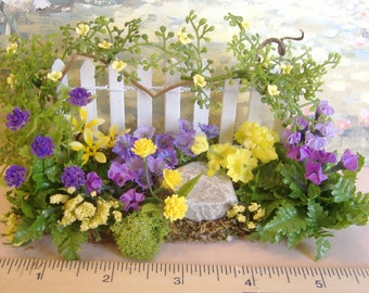 Dollhouse Miniature Flower Garden Fence in purple and yellow 1:12 scale