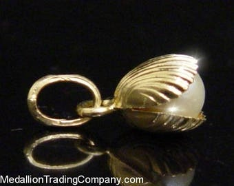 Adorable 14k Yellow Gold 6mm White Pearl Oyster Clam Shell Charm Pendant Italy