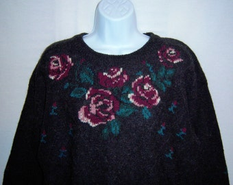 Vintage Woolrich Grey Gray Plum Purple Green Roses Rose Flower Floral Pattern Wool Womens Sweater Large XL Pullover English Country