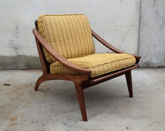 Sloped-Arm Oak Lounge Chair / Arm Chair Modern Mid-Century Modern Vintage 1950s 1960s