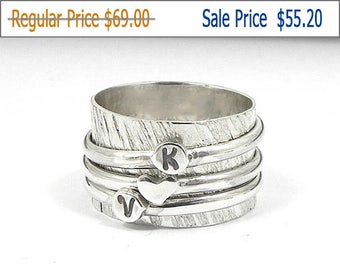 20% OFF - Silver spinner ring, hammered ring, monogran ring, initial ring, personalized spinner ring, silver heart ring, band ring