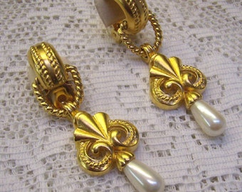 """Spring Sale...Vintage """"ALFRED SUNG"""" Pearl Clip Earrings...""""Door Knockers""""...Etruscan Matte Gold Finish..Sung Dangle Clip Back Earrings"""