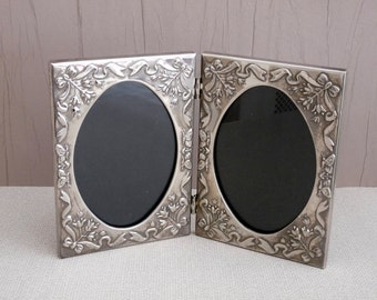 Beautiful Decorative Twin/Double Picture Frame - Silver Plated