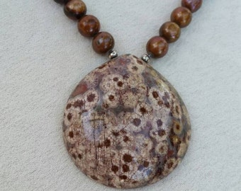 Chocolate-colored freshwater pearls with stone pendant