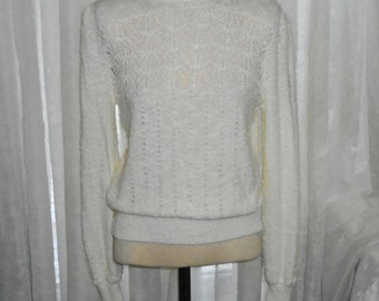 Vintage Alicia Size Med Womens Cream White Sweater 100% Acrylic