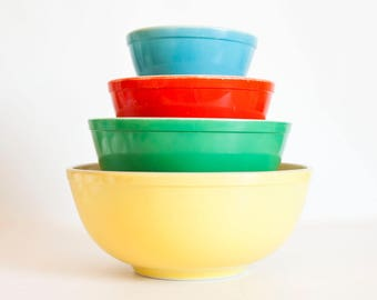 Vintage 1950s Pyrex Primary Colors Mixing Bowl Set, Yellow Green Red Blue Nesting Bowls, Complete Set of Four, Made in USA