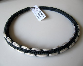 Choker necklace grey
