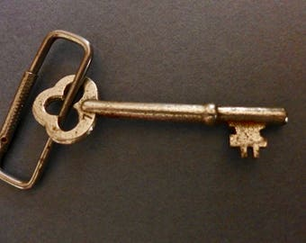 Vintage Skeleton Key, Silver Tone Skeleton Key, Jewelry Charm Necklace, Old Steampunk Metal