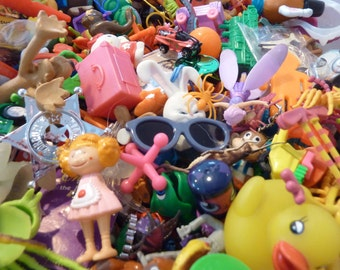 50 Miniature Toy Party Favor Toys Prize Animals Figures Cars Craft Assemblage Junk Drawer Lot Pinata Vintage New Supply (#216)