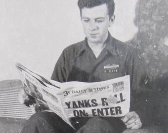 Missing In Action - 1940's US GI Reads The Paper While the War Rolled On Snapshot Photo - Free Shipping