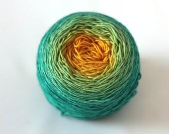 Hand dyed gradient - on a silky merino base (Slika)