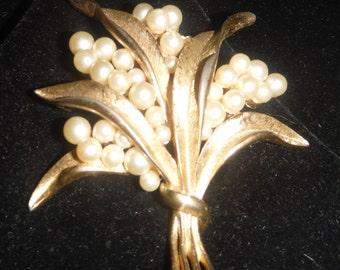 Crown Trifari gold tone brooch  floral