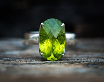 Peridot Ring Size 9 Checkerboard Cut Peridot ring - Large Peridot Ring - August Birthstone - Peridot jewelry- Size 9 Peridot Ring Jewelry