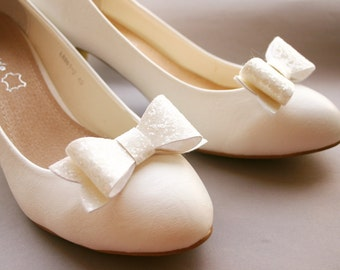 Sparkling shoe clips in ivory-white, glitter, glittery bows, glittering, bridal, wedding, sparkles, glitter fabric, ivory, bride