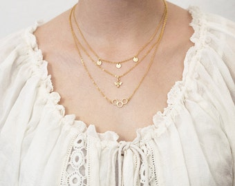 Layering necklace bee