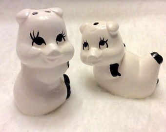 Vintage Artmart pigs salt and pepper shakers. Free ship to US