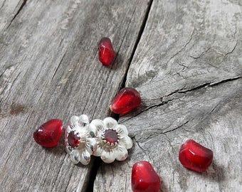 Red stone earrings -Small Flower Earrings -flower earrings -stud earrings -flower stud earrings -floral post earrings -small earrings