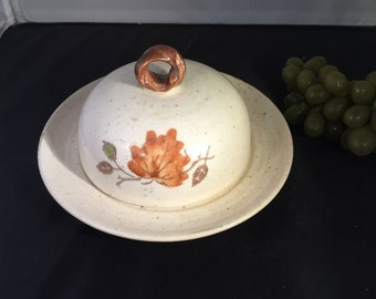 E050 Metlox Poppytrail Autumn leaves cheese covered dish beige orange leafs