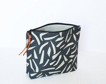 Make-up pouch, zipper pouch
