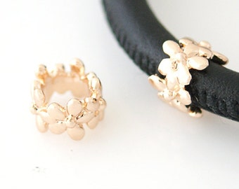 LM1817R ~ Gold Tone Multi- Flower Charm for Wrap Charm Bracelets