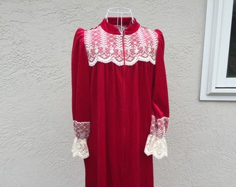Gorgeous Vintage Women's Robe Deep Red