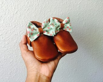 Dainty Floral Bow Moccs