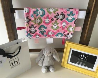 Zoologie Monkeys Pink - Plush Trendy Taggie Blanket
