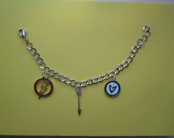 Charm bracelet - The Flash and Green Arrow