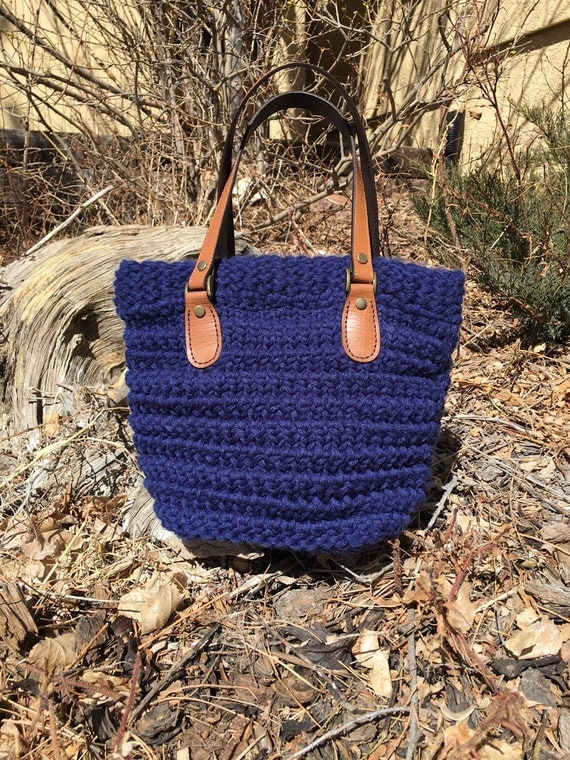 Horsetooth Handbag  --  a loom knit pattern