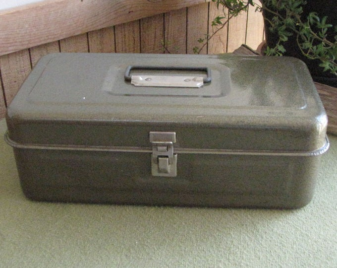 Small Metal Toolbox Green Tool Chest Metal Tools Carriers Vintage Tools Industrial Salvage