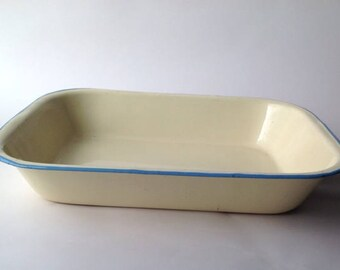 1950s  Cream & Blue Enamel Pie Dish. Roasting Pan Vintage Country Kitchen Cream Enamel Ware Tin, Rustic Cookware