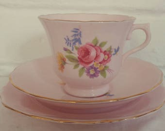 Very Pretty Vintage Royal Vale Baby Pink Floral English Fine Bone China Tea Set Trio, afternoon tea, English bone china