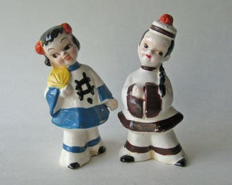 Asian Couple Salt and Pepper Shakers / Vintage Kitchenwarer / Figural Shakers / Collectible Shakers