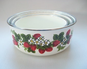 Strawberries Enamel Nesting Bowls, Vintage Strawberry Serving Bowl Set, Vintage Strawberry Flowers Enamelware Bowls