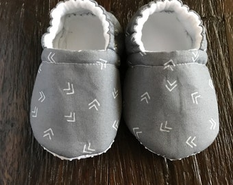 Gray baby booties // crib shoes