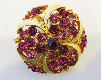 Delightful Vintage 1950s Gold Toned Pale Pink and Fuchsia Rhinestone Pin