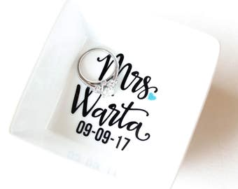 Personalized Engagement Ring Dish | Engagement gift idea | Bridal shower gift | Ring holder | Engagement Ring Holder | Jewelry dish