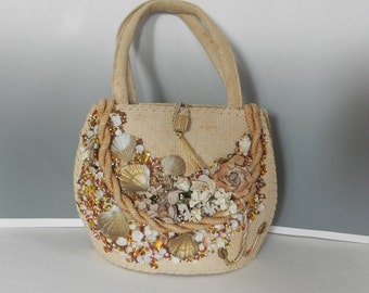 Vintage 40s 50s Beach Theme Straw Handbag ,1940d 1950s Tropical Bag with beads and Shells - on sale